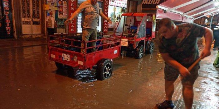 Sinop'ta sağanak yağış hayatı aksattı