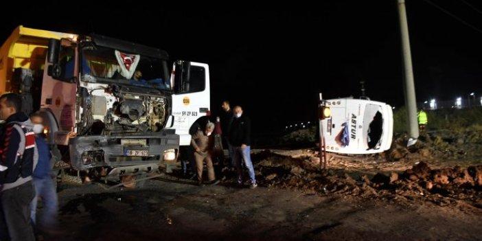 Tekirdağ'da midibüs ile hafriyat kamyonu çarpıştı. Ölü ve çok sayıda yaralı var
