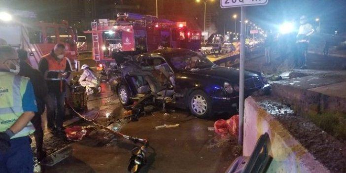Bariyerler sürücü ve yan koltukta oturanların ayaklarını kopardı. Kartal Cevizli'de feci kaza