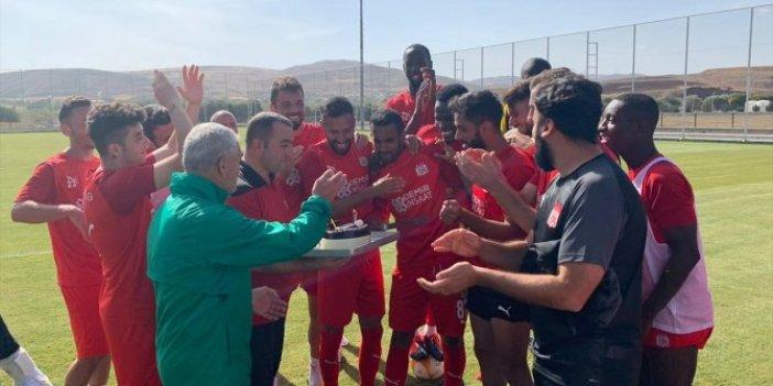 Sivassporlu Goiano'ya doğum günü sürprizi