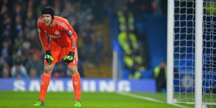 Efsane kaleci Petr Cech geri döndü