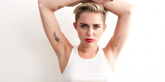 Dünyaca ünlü şarkıcı Miley Cyrus'dan itiraf bizi uzaylılar kovaladı
