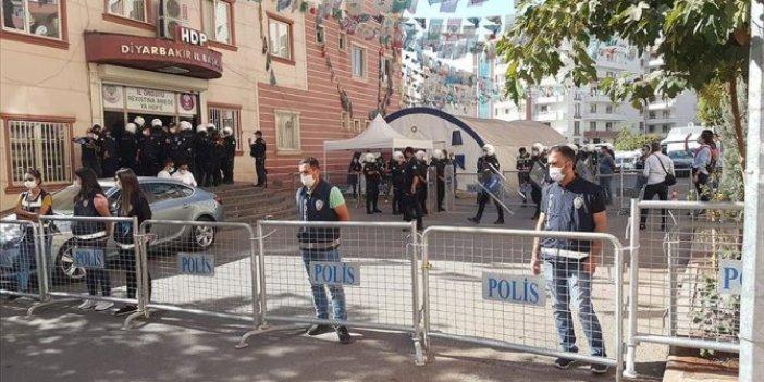 Diyarbakır'da HDP il ve ilçe binasında polis arama yaptı, gözaltılar var