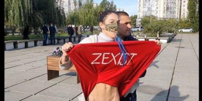 FEMEN üyesi kadından çıplak eylem. Ukrayna devlet Başkanı Vladimir Zelenskiy'i protesto etti