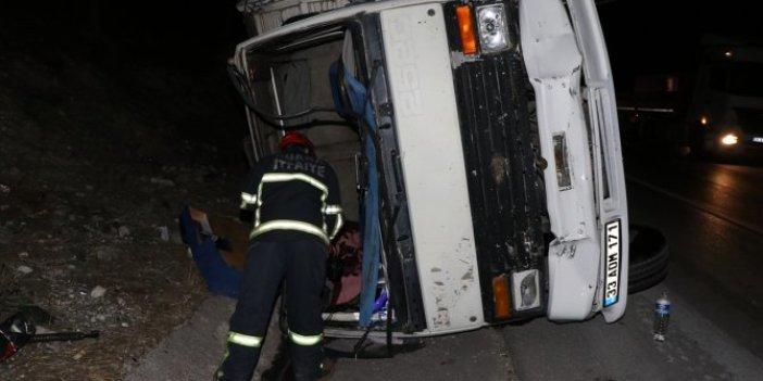 Adana'da freni patlayan kamyon kamyonete çarparak devrildi.