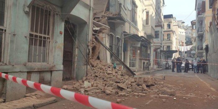 Beyoğlu'nda bina çöktü, faciadan böyle dönüldü