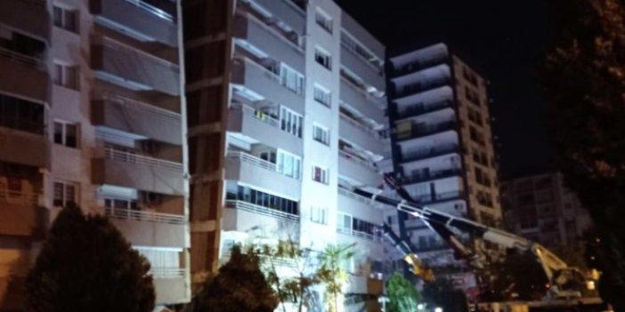 İzmir'de Kızılay'ı çökertecek binayı vinçler tutuyor.  İzmir Büyükşehir Belediye Başkanı Tunç Soyer paylaştı