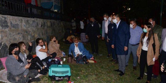 Deprem sonrası Kuşadalılar evlere giremedi
