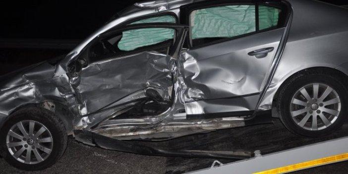 Osmaniye'de iki otomobil kafa kafaya çarpıştı. Bir kişi öldü