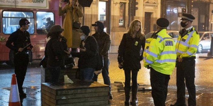 İngiltere'de maske karşıtları gösteri yaptı