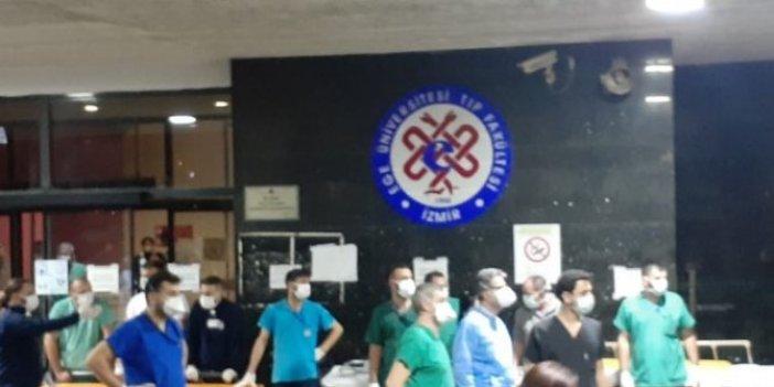 Bu adamlar kimi bekliyor biliyor musunuz, İzmir depremi sonrası tarihi fotoğraf, bu sağlıkçıların hakkı ödenmez!
