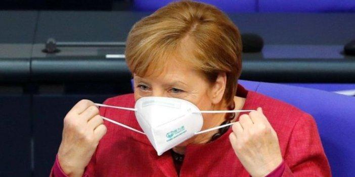 Merkel'in korona virüs maskesi sahte çıktı