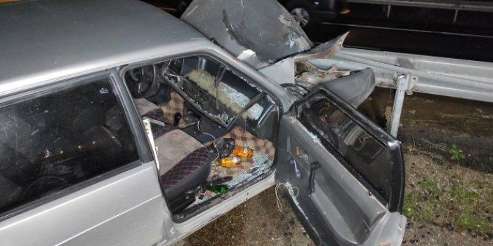 İneğe çarpan otomobil bariyerlere saplandı