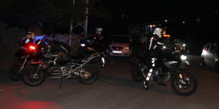 Kayseri'de siyah kıyafetler giyerek husumetli oldukları kişilere pompalı tüfekle saldırdılar