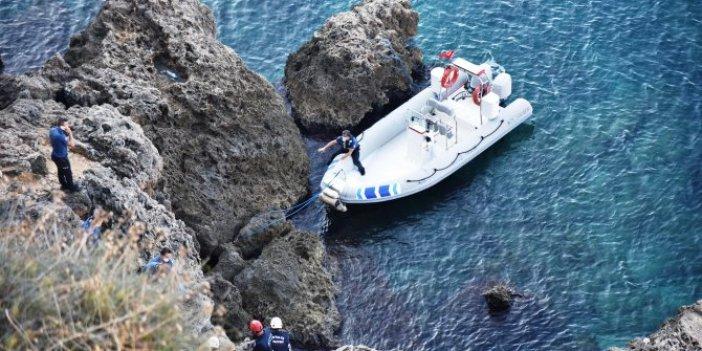 Antalya'da balık tutanlar gördü. Kayaların arasına bakılınca korkunç gerçek ortaya çıktı
