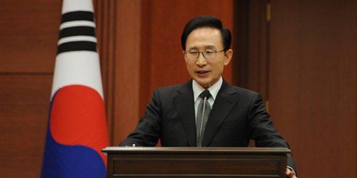 Güney Kore'de eski Devlet Başkanı Lee yolsuzluktan cezaevine girdi