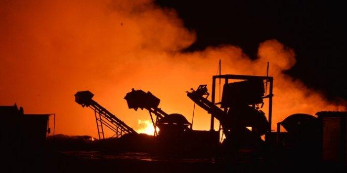 Enerji tesisine yıldırım düştü. Tonlarca pamuk ve mısır balyaları küle döndü