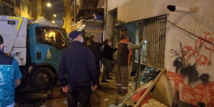 İstanbul Beyoğlu'nda facia ucuz atlatıldı. Tahliye edildiler. Çöp Kamyonunun freni patlayınca olanlar oldu