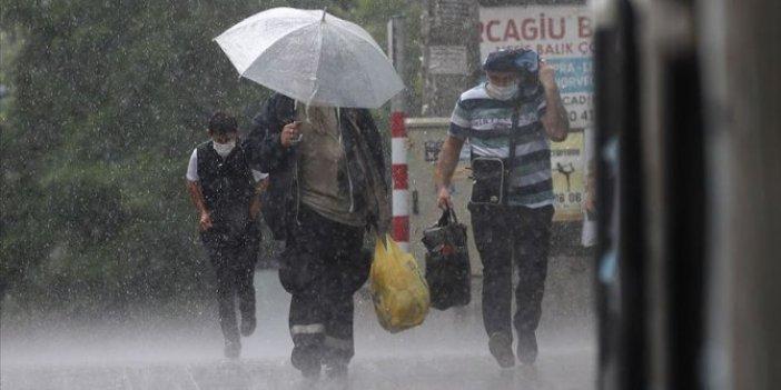 Dışarı çakacaklar dikkat. İstanbullular sabaha sağanak yağışla uyandı. Meteoroloji'den 18 il için uyarı.