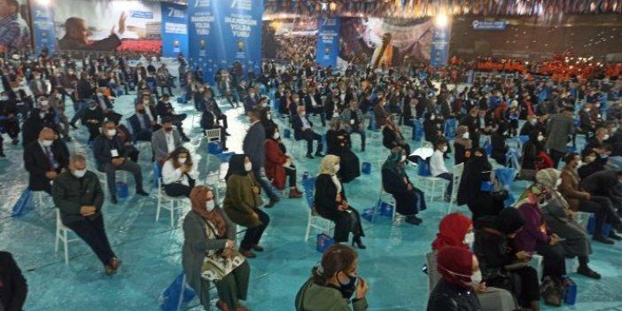 AKP kongresinde başka partinin bayrağı asıldı. Soruşturma başlatıldı