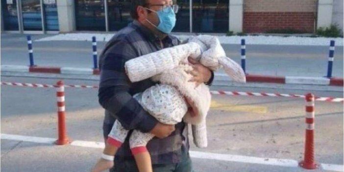 Hastaneden taburcu olan Ayda bebeğin çorapsız görüntüsü ağlattı. Annesi olsaydı çorapsız çıkarmazdı. Kurtarılırken fotoğraf çektirmek için siyasiler dahil 500 kişi yarışmıştı