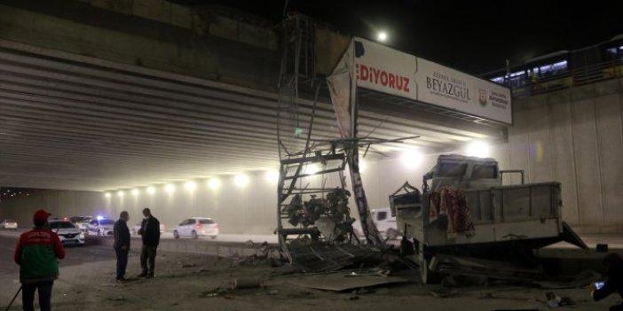 Şanlıurfa'da feci kaza. Çarpışan çekici ile otomobil üst geçitten düştü