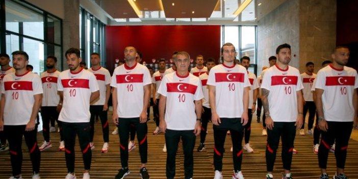 A Milli Futbol Takımı Büyük Önder Atatürk'ü andı