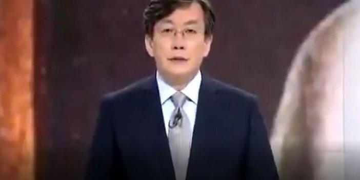 Güney Kore'de bir TV Atatürk'ü 09.05'te böyle andı. Bizde 09.05'i oturarak sunanlara  kapak olsun