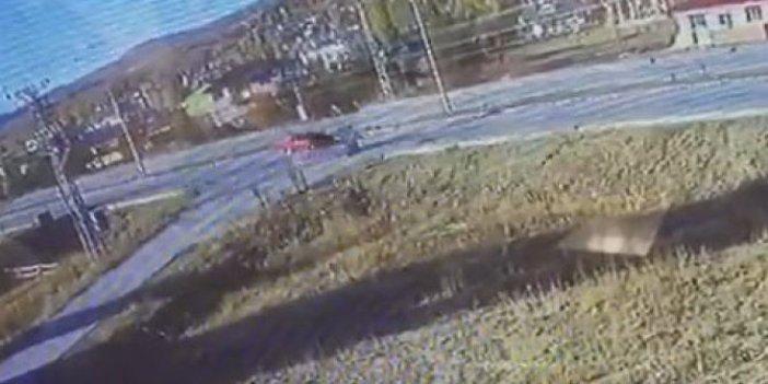 Koşarak caddeyi geçerken araç çarptı. Möööö sesi kulakları sağır etti. Havalanıp yere çakıldı