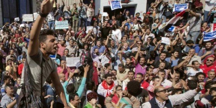 Tahrir Meydanı'nda kendini yaktı
