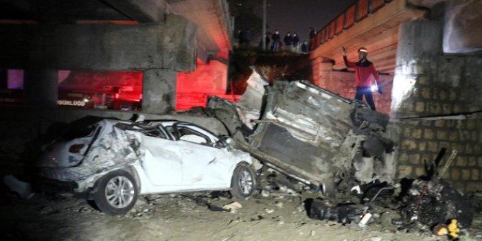 Bolu'da 2 araç aynı anda köprüden uçtu