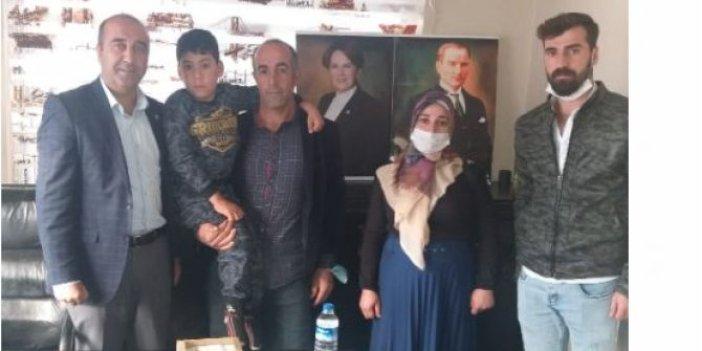 Felçli oğlunu sırtında okula götürüyordu, Meral Akşener devreye girdi