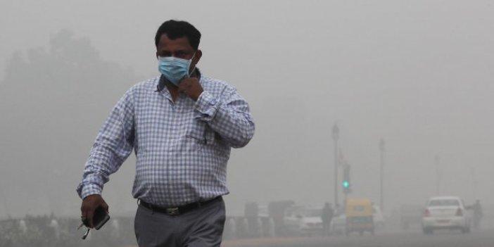 Yeni Delhi halkı, 4 yılın en kötü gününe uyandı