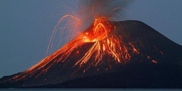 İtalya'da yanardağ cehennemi yaşattı. Gökyüzünden lav yağdı