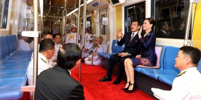 Kula kul olmanın utanç fotoğrafı. Üst düzey yetkililer Tayland Kralı karşısında yerde oturdu, Bu bir 'Kula kulluk edene yazıklar olsun' haberidir