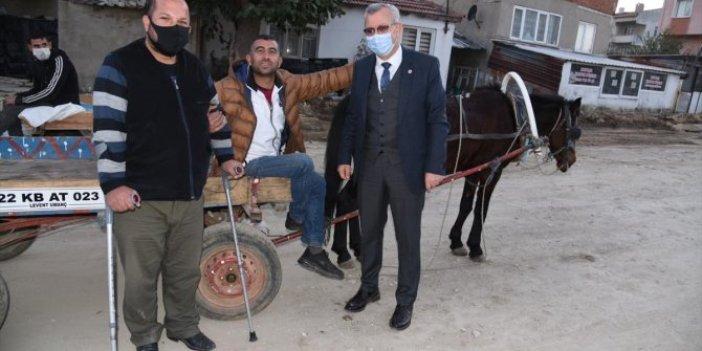 At arabasını olan köşeyi dönecek