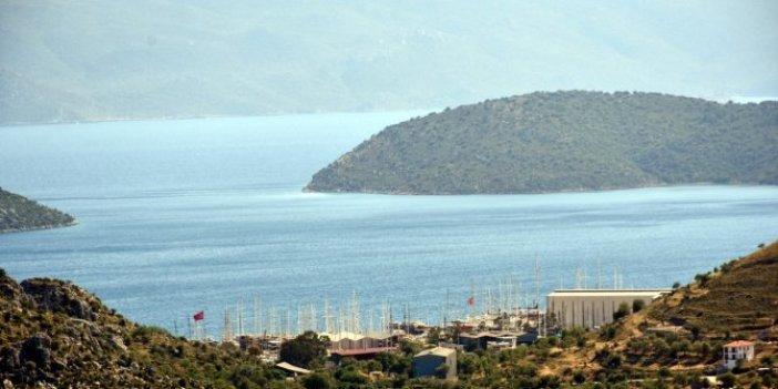 Marmaris'te balıkçıların ağına takılan sert cisim herkesi  şok etti: 300 kilo ağırlığında... Balıkçılar 2 saat inceledi