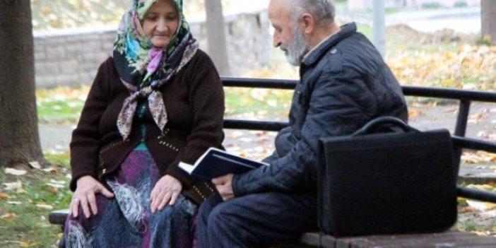 50 yılda eşine 450 şiir yazdı. Evlilikte mutluluğun sırrını açıkladı