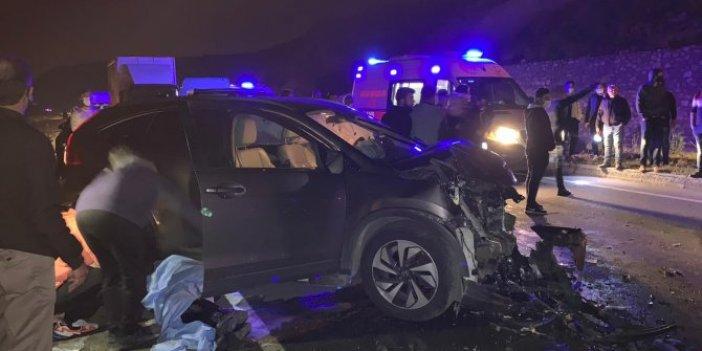 Arsuz'da araçlar kafa kafaya çarpıştı: Karı koca hayatını kaybetti