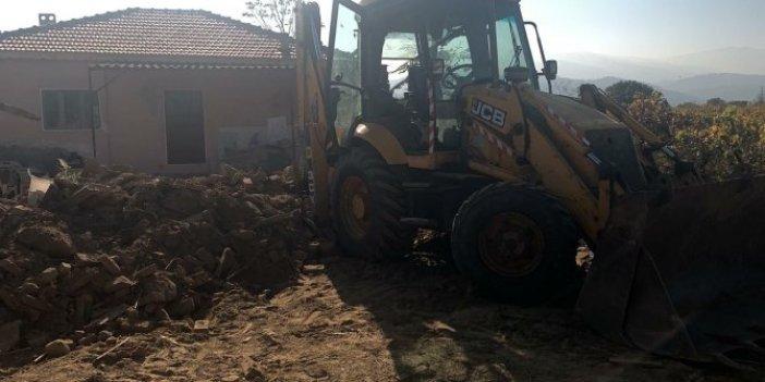 Manisa'da feci kaza. Odun toplamak isterken kepçenin altında kaldı