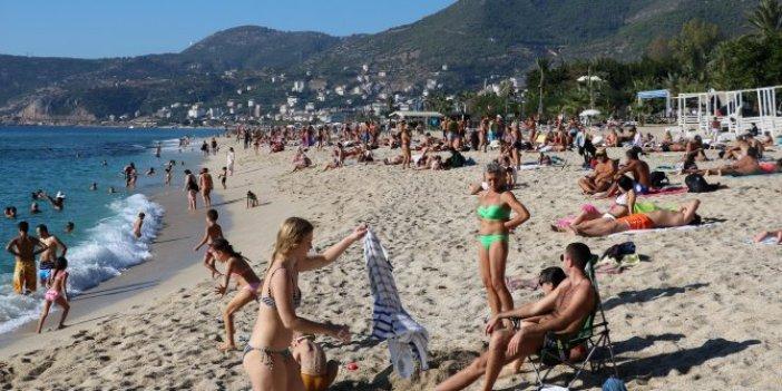 İstanbul'da sel kıyamet Alanya'da deniz keyfi