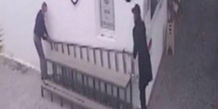 Boş geçmeyelim diyen hırsızlar merdiven çaldı