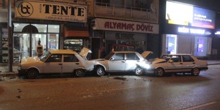 Bursa'da duran araçların zincirli kazası