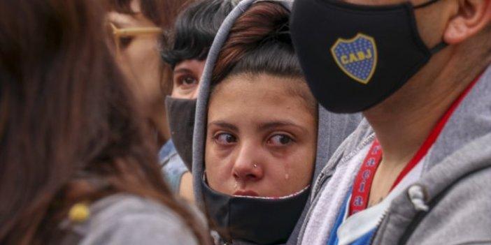 Arjantin Maradona'ya veda ediyor. Hayranları 10'a ağlıyor