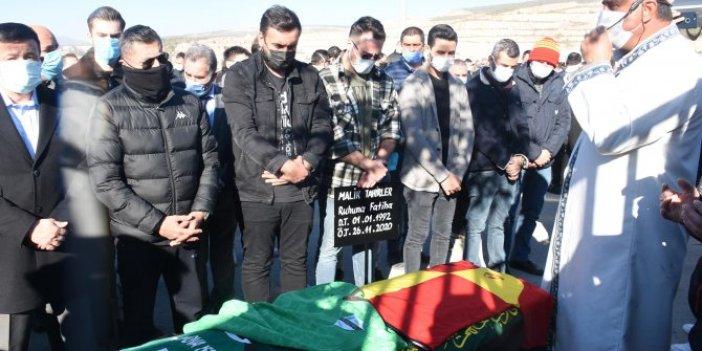 İzmir'de yaşam savaşını kaybeden futbolcu son yolculuğuna uğurlandı
