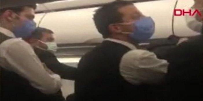 Adana'ya inecek uçağın içi çığlık sesleriyle inledi.Alkollü yolcuyla futbolcular birbirine girdi