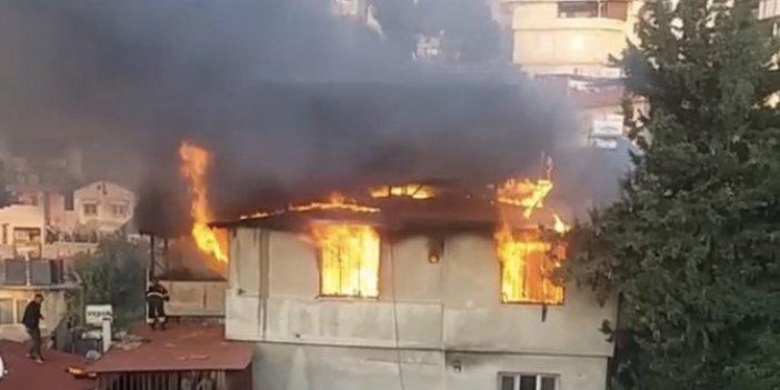 Antakya'da iki katlı ev cayır cayır yandı