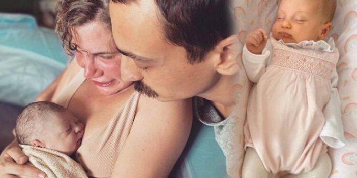 Çocuklar Duymasın'ınDuygu'subüyüdü anne oldu. Oyuncu çift Ayşecan Tatari ileEdip Tepeli'nin kızları Müjgan bir aylık oldu. İşte Müjgan bebek