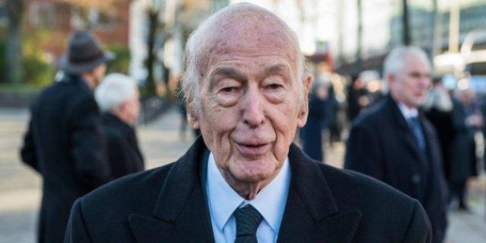 Avrupa'yı savunan siyasetçi olarak biliniyordu. Eski Fransa Cumhurbaşkanı d'Estaing korona virüsten yaşamını yitirdi