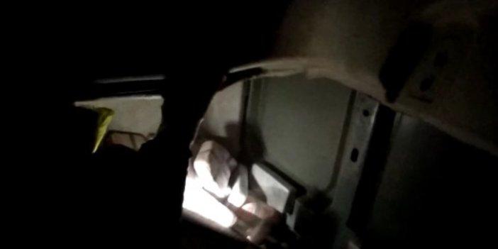 Polis köpekleri TIR'ı ablukaya aldı. Gizli bölmeden çıkanlar polisi şaşırttı